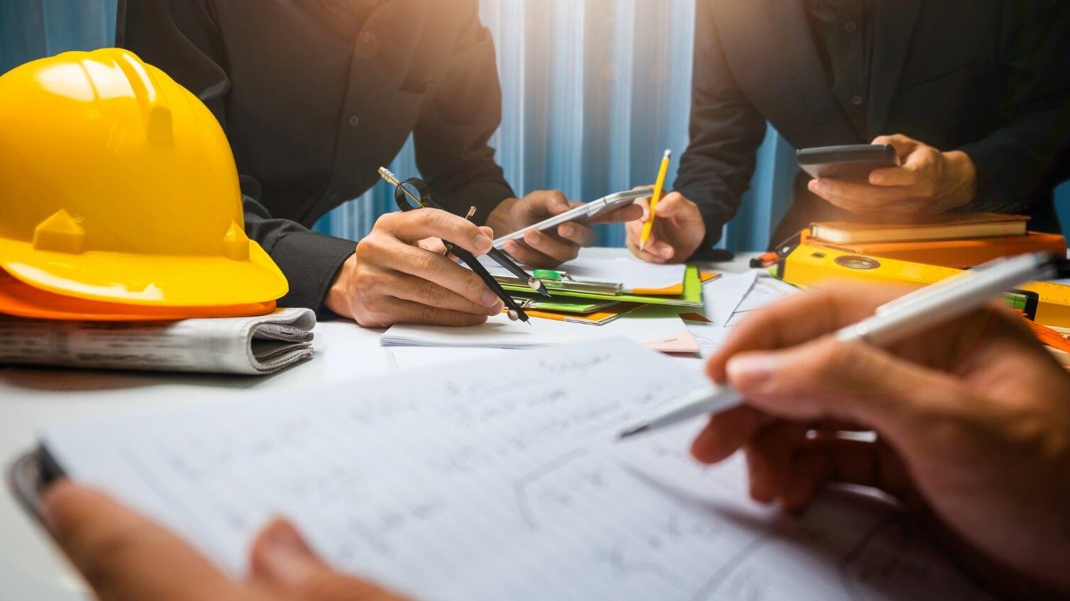 働き方改革に取り組んでいるのに…建設業界で残業が減らない原因は?